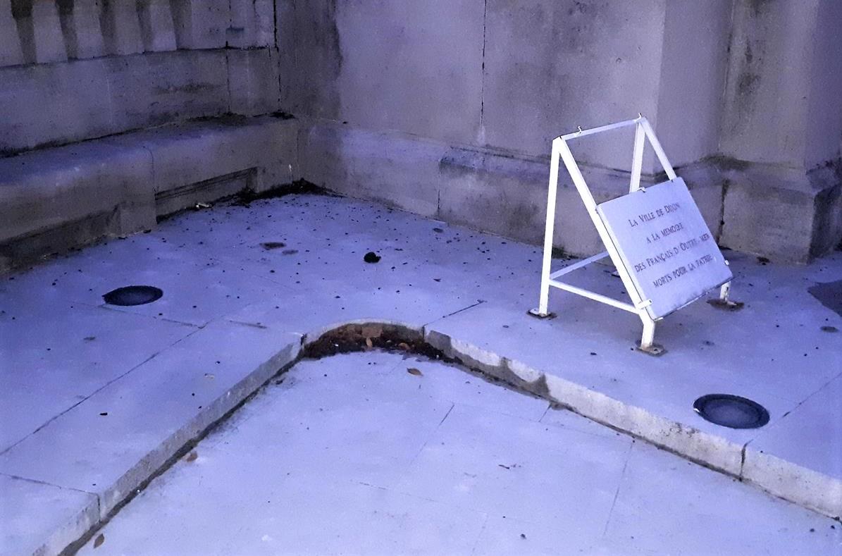 monument aux morts eclairage defectueux 11 2018 (2)