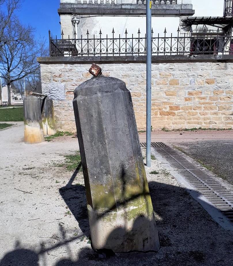 Borne rue du Carrousel (1)